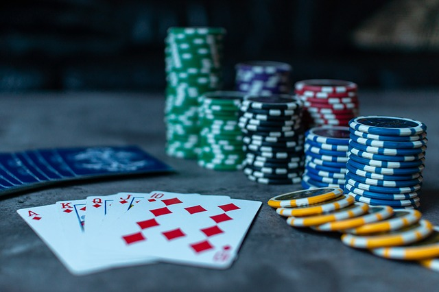 How does 4 card poker work